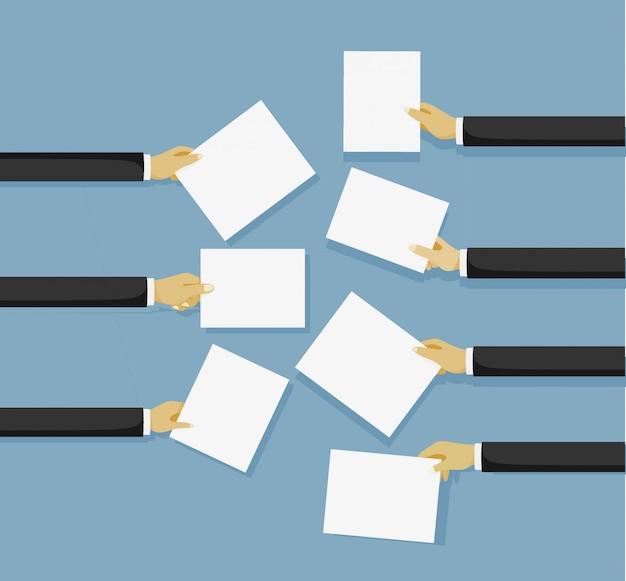 Mains Tenant Une Feuille De Papier Vierge Pour Les Messages Vecteur Premium