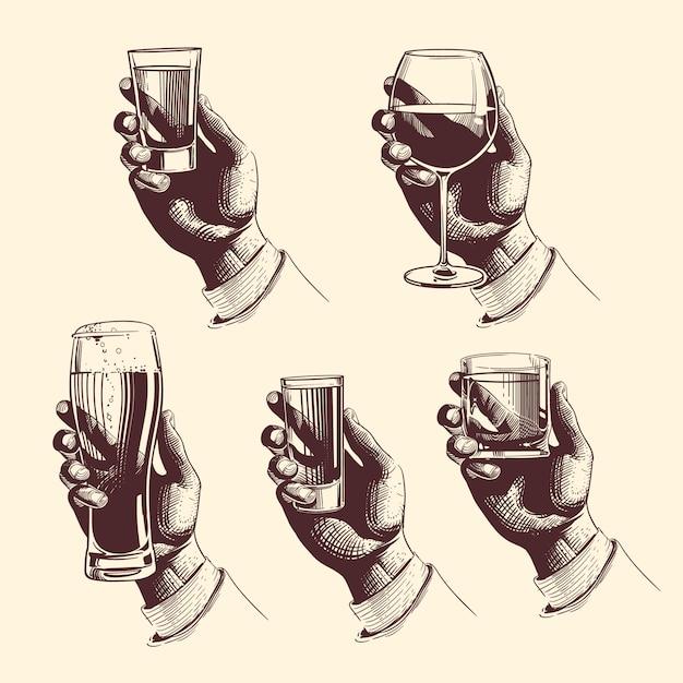Mains tenant des verres à bière, tequila, vodka, rhum, whisky, vin. Vecteur Premium