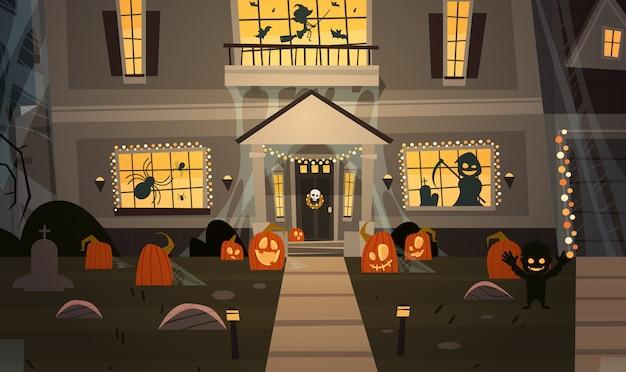 Maison décorée pour halloween, vue de face avec différentes citrouilles Vecteur Premium