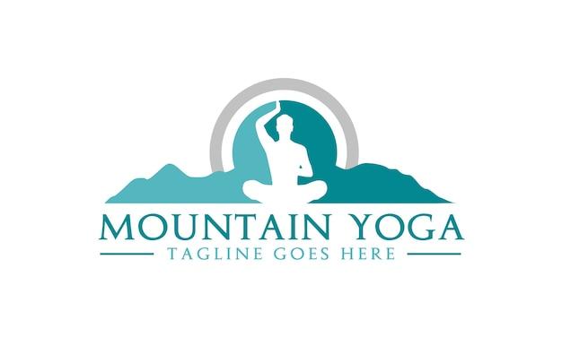 Meditation yoga avec mountain design de logo Vecteur Premium
