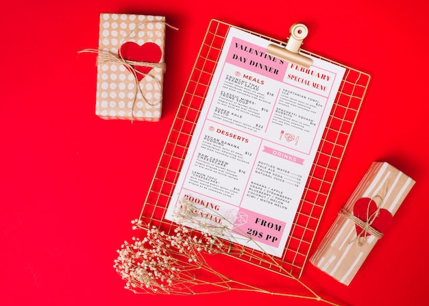 Menu saint valentin et cadeaux emballés Vecteur gratuit