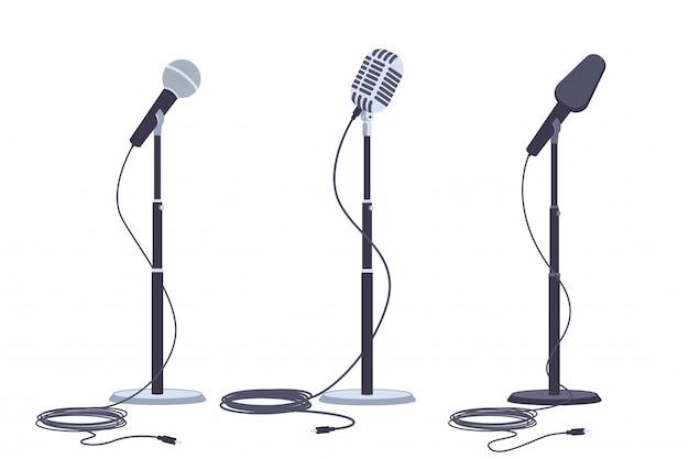 Microphones sur support vecteur ensemble plat d'équipement audio de musique moderne et rétro. Vecteur Premium
