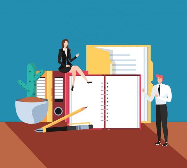 Mini couple d'affaires avec des livres sur le lieu de travail Vecteur Premium