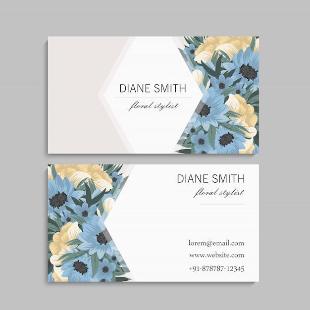 Modèle de carte de visite avec de belles fleurs Vecteur gratuit