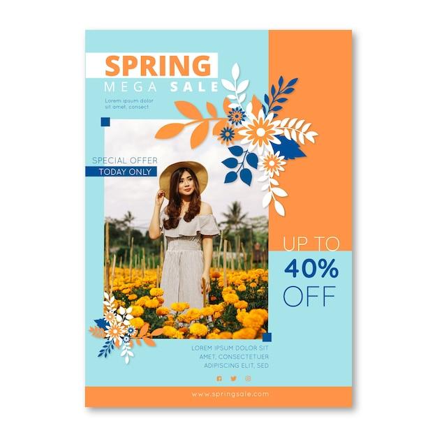 Modèle De Flyer De Vente De Printemps Avec Femme Entourée De Fleurs Vecteur gratuit