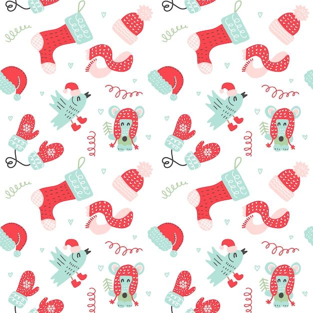Modèle sans couture de noël avec des mitaines rouges, chaussettes, chapeaux et animaux de dessin animé mignon dans des vêtements chauds Vecteur Premium