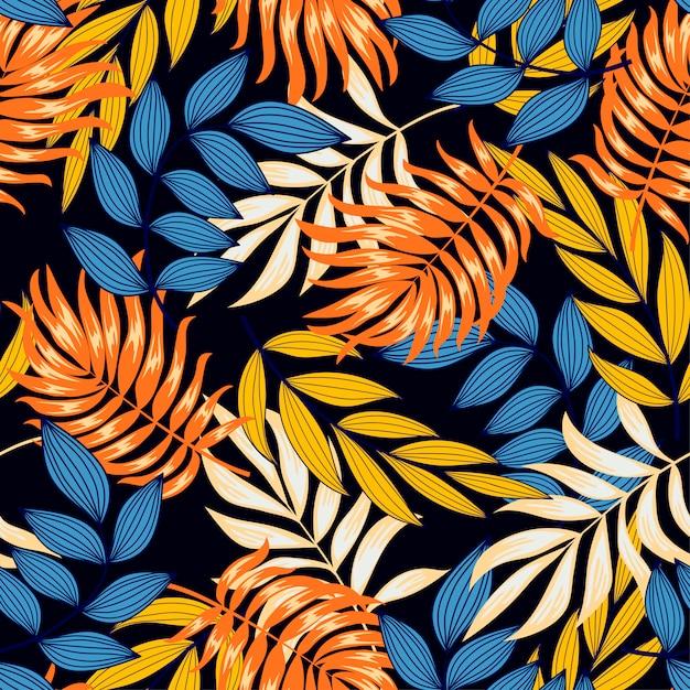 Modèle Tropical Sans Couture Original Avec Des Feuilles Et Des Plantes Lumineuses Sur Un Fond Sombre Vecteur Premium