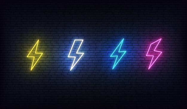 Néon éclair. Ensemble De Néons D'énergie. Signe De La Foudre, Du Tonnerre Et De L'électricité. Vecteur Premium