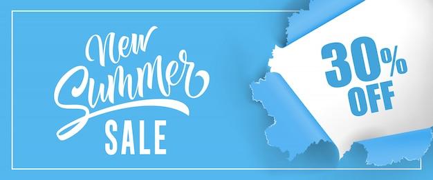 Nouvelle vente d'été trente pour cent de lettrage. fond bleu avec trou rond déchiré Vecteur gratuit