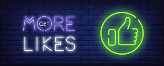 Obtenez plus aime la bannière de style néon sur fond de briques. pouce vers le haut de l'emblème et le lettrage. Vecteur gratuit