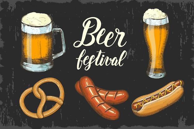 Oktoberfest sertie de bière, de bretzel, de saucisses et de hot-dogs à la main. lettrage fait à la main. esquisser. Vecteur Premium