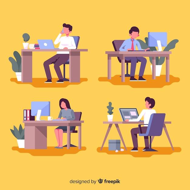 Pack d'employés de bureau à leurs bureaux Vecteur gratuit