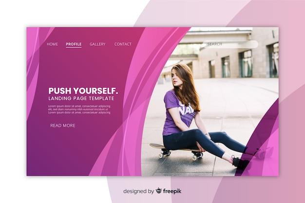 Page d'atterrissage de sport avec fille sur la photo de skateboard Vecteur gratuit