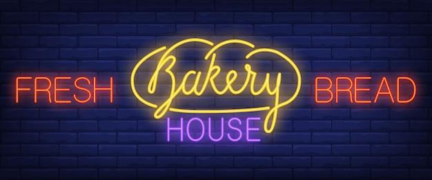 Pain frais, texte de néon maison boulangerie Vecteur gratuit