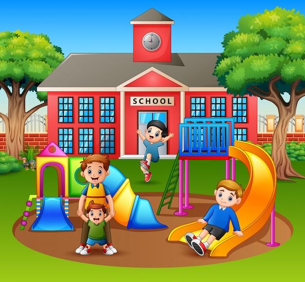 Parent Avec Enfants Dans La Cour D'école Vecteur Premium