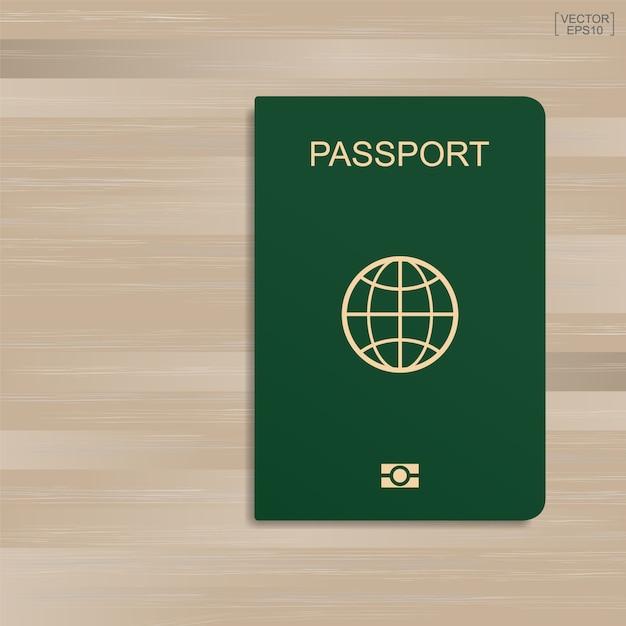 Passeport vert sur fond de modèle et de texture en bois. Vecteur Premium