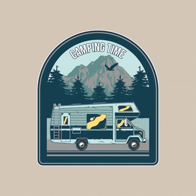 Patch Vintage, Avec Camping-car Familial Classique Pour Le Caravaning En Montagne. Aventure, Voyage, Camping D'été, Plein Air, Voyage Naturel Vecteur Premium