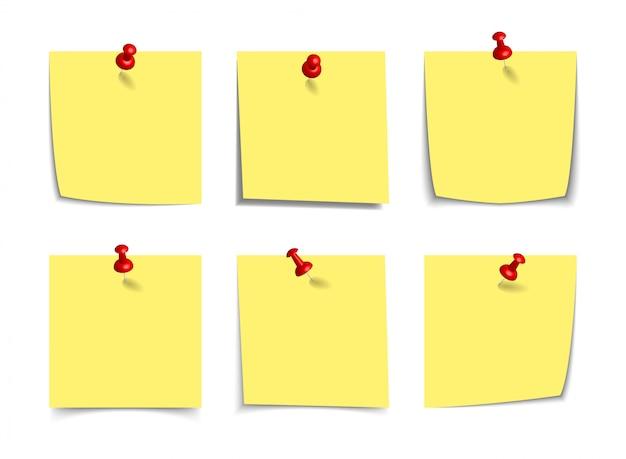 Pense-bête Jaune Réaliste Avec Des Punaises 3d Réalistes, Punaises Isolés Sur Blanc. Rappels De Papier Collant Carré Avec Des Ombres, Maquette De Page De Papier. Vecteur Premium