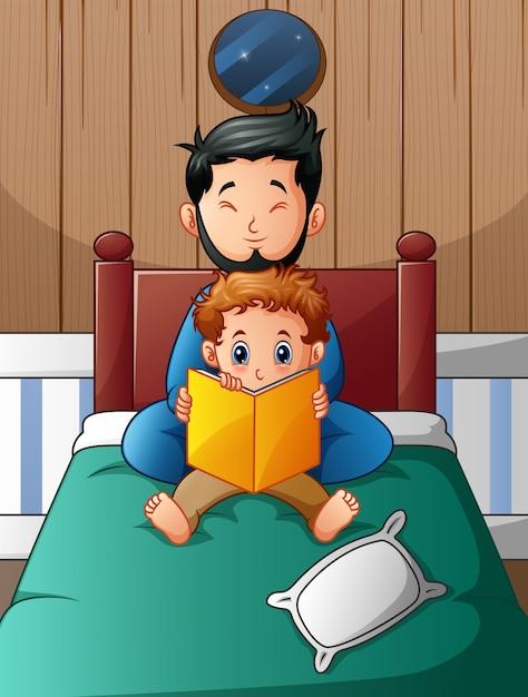 Père et son fils lisant un livre dans son lit la nuit Vecteur Premium