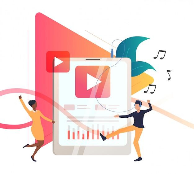 Personnes écoutant de la musique sur un lecteur portable Vecteur gratuit
