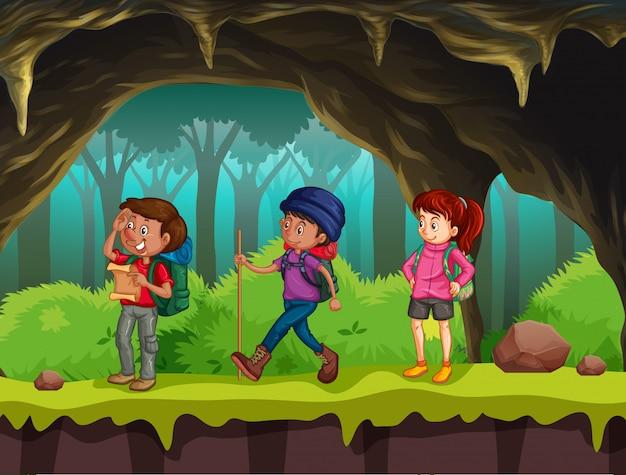 Personnes en randonnée dans la grotte Vecteur Premium