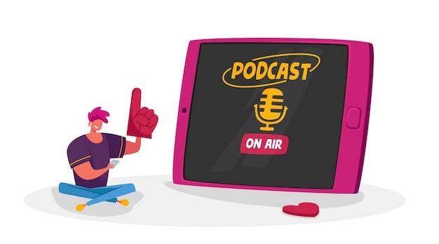 Petit Personnage Masculin Avec Smartphone Assis Sur Une énorme Tablette à écouter Le Divertissement De Podcast Avec Microphone Sur L'écran De L'appareil. Vecteur Premium