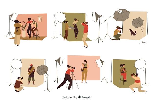 Photographes travaillant dans leur studio Vecteur gratuit
