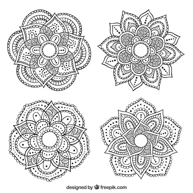 Plusieurs Mandalas Ornementales Dessinées à La Main Vecteur gratuit