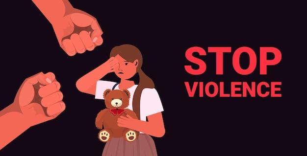 Poings Sur Enfant Terrifié Effrayé Arrêter La Violence Familiale Concept D'agression Petite Fille Pleurer Portrait Vecteur Premium