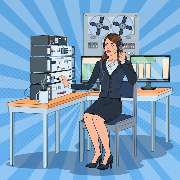 Pop Art Woman écoutes à L'aide D'écouteurs Et D'enregistreur De Bobine. Agent D'espionnage Féminin. Vecteur Premium