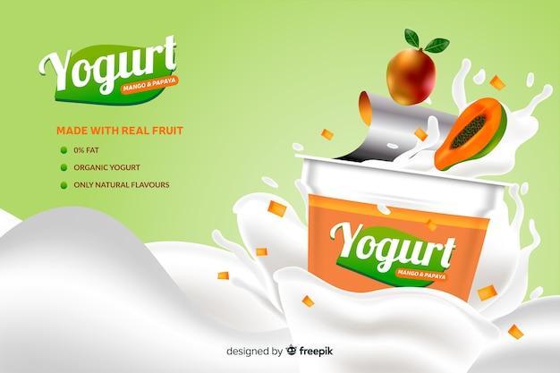 Publicité réaliste de yaourt à la papaye naturelle Vecteur gratuit