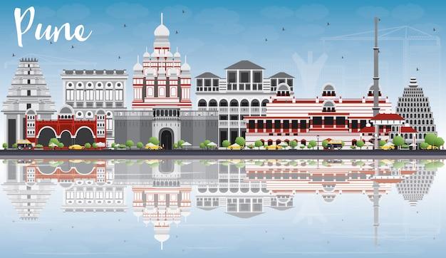 Pune Skyline Avec Des Bâtiments De Couleur, Un Ciel Bleu Et Des Reflets. Vecteur Premium