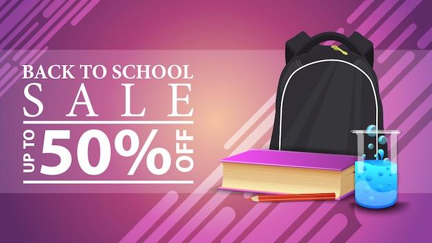 Retour à la vente d'école, bannière web à prix réduit dans un style moderne avec sac à dos d'école, un livre et une gourde chimique Vecteur Premium