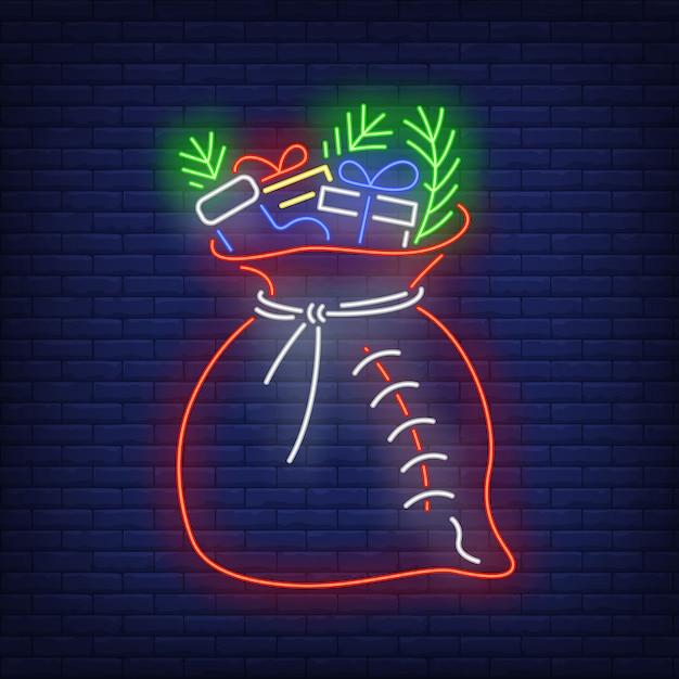 Sac de cadeaux de noël avec sapin en néon Vecteur gratuit