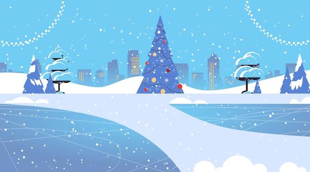 Sapin Décoré Dans Le Parc Enneigé Joyeux Noël Bonne Année Vacances D'hiver Célébration Concept Carte De Voeux Paysage Urbain Fond Illustration Vectorielle Horizontale Vecteur Premium