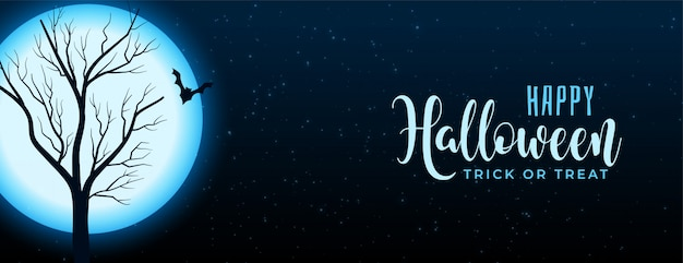 Scène de nuit halloween pleine lune avec bannière arbre et chauve-souris Vecteur gratuit