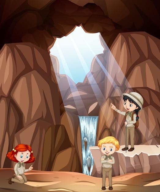 Scène Avec Trois Enfants Explorant La Grotte Vecteur Premium