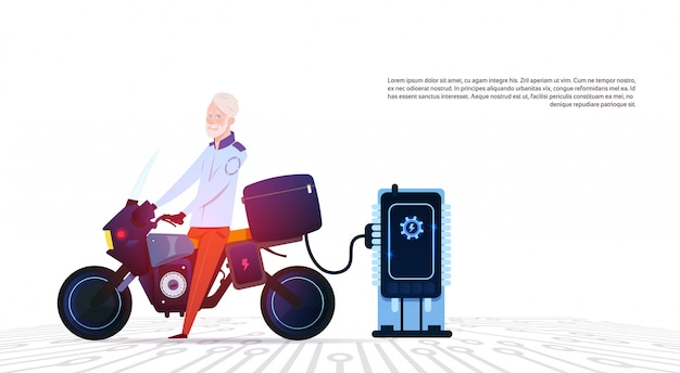 Senior Homme En Moto Au Concept De Moto Hybride Moderne De Station De Charge électrique Vecteur Premium
