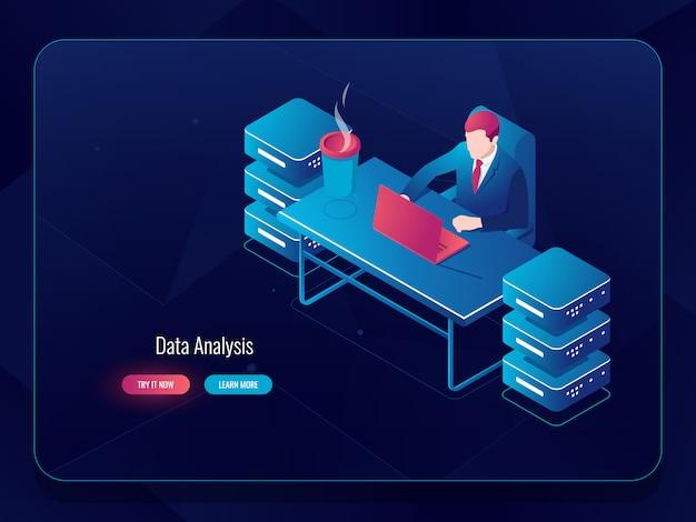 Serveur de réseau, traitement de données volumineuses, programmeur administrateur système assis à la table Vecteur gratuit