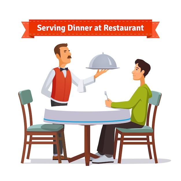 Serveur Servant Un Plat En Argent Avec Couvercle à Un Client Vecteur gratuit