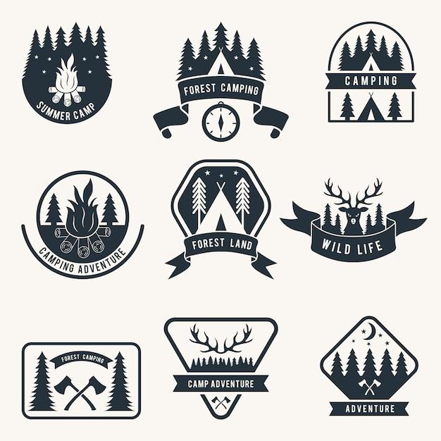 Set de badges monochromes aventure. silhouette de tente camping étiquettes de vecteur Vecteur Premium