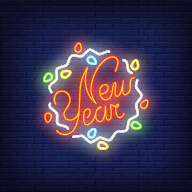 Signe au néon avec guirlande de nouvel an. concept de noël pour la publicité lumineuse de nuit. Vecteur gratuit
