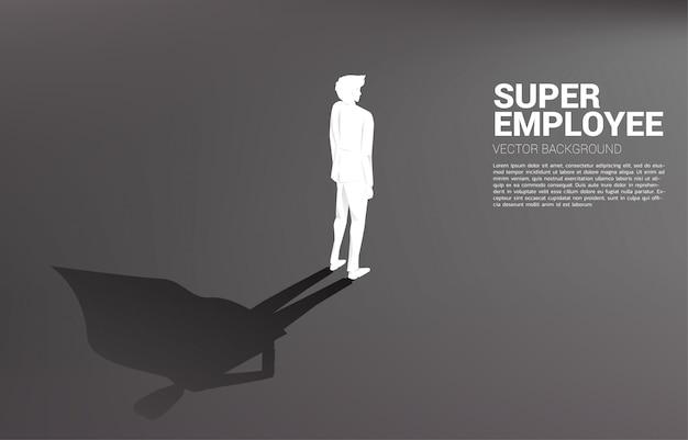 Silhouette d'homme d'affaires avec mallette et son ombre de super-héros Vecteur Premium