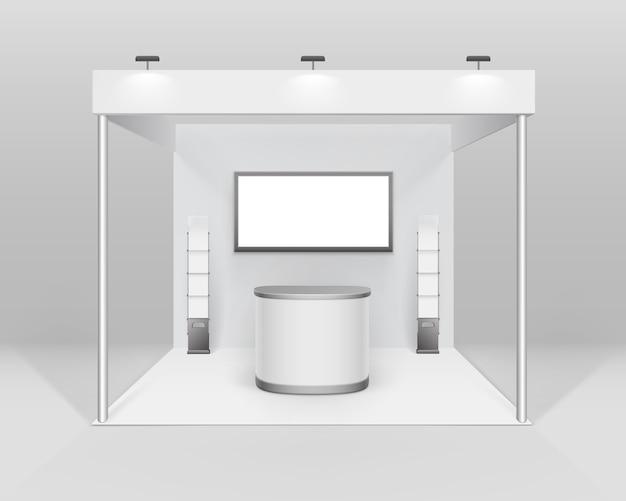 Stand Blanc Blanc De Stand D'exposition De Commerce Intérieur Pour La Présentation Avec Le Support De Brochure De Livret D'écran De Projecteur De Compteur Isolé Sur Fond Vecteur Premium