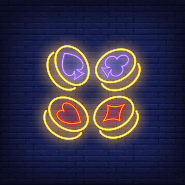 Symboles de cartes à jouer costume sur enseigne au néon de pièces d'or Vecteur gratuit