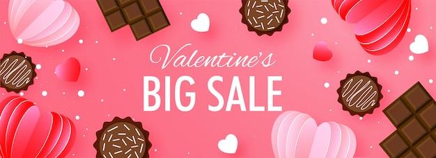 En-tête De Grande Vente Ou Conception De Bannière Avec Des Coeurs Coupés En Chocolat Et En Papier Vecteur Premium