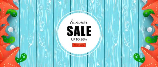 Vente d'été bannière jusqu'à 50% de réduction Vecteur Premium