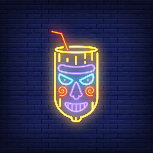 Verre avec paille et masque tiki. élément de signe au néon. nuit lumineuse Vecteur gratuit