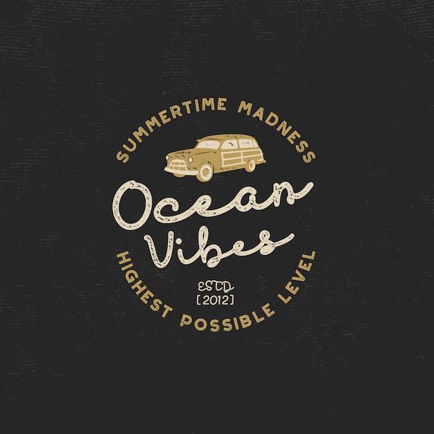 Vintage surf. ambiance océanique avec voiture de surf et typographie rétro Vecteur Premium