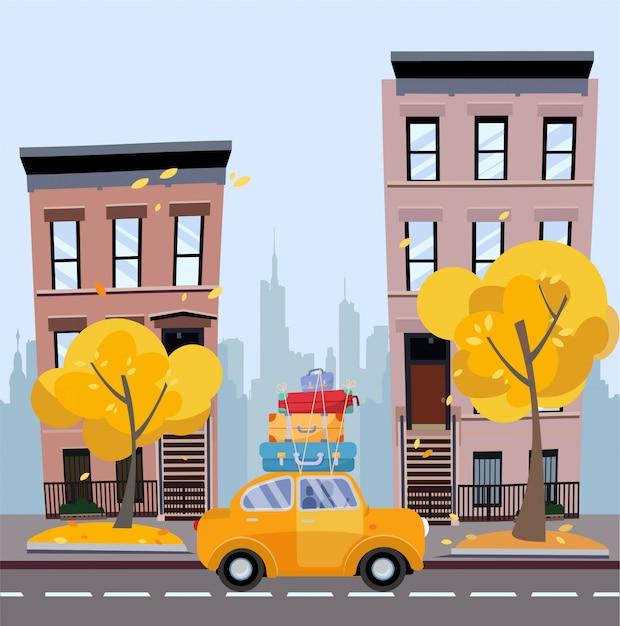 Voiture jaune avec des valises sur le toit sur fond de paysage urbain en automne Vecteur Premium